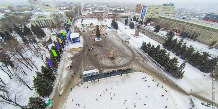 На Театральной площади собран каркас новогодней елки