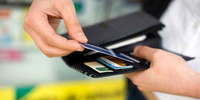 Доля платежных операций покартам достигла 31,2%